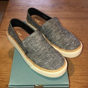 TOMS Chambray Slip-on Size 7. Like new